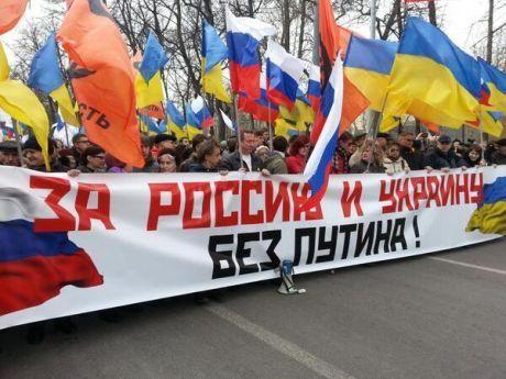 Росіяни щоб підтримати Україну організували марш миру