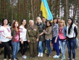 Учасник бою під Гурбами 1944 року і студенти історико - соціологічного факультету, РДГУ
