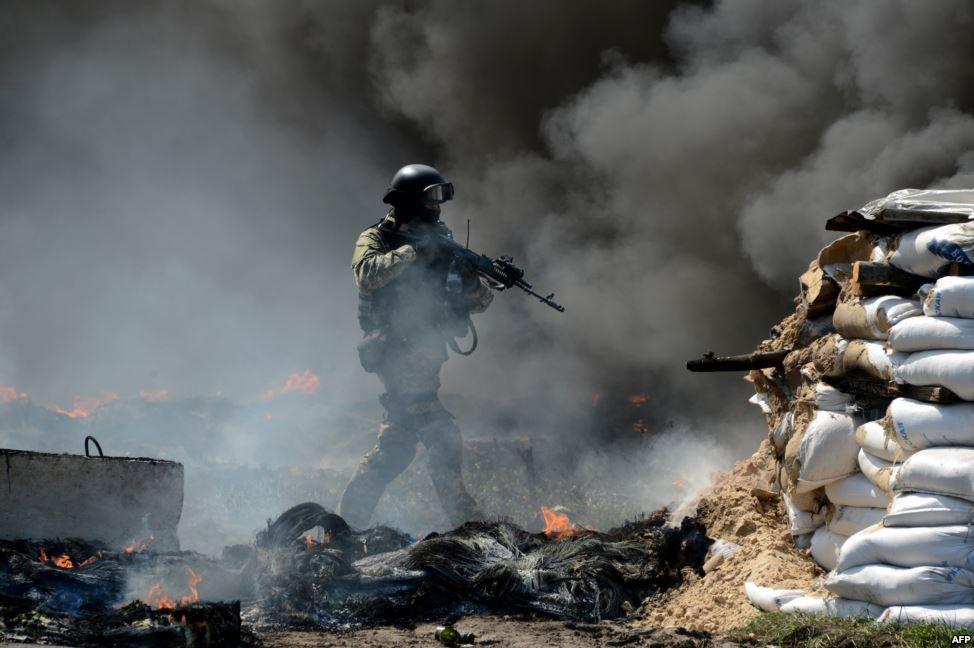 Підрозділи МВС та Міністерства оборони біля ворожого блокпосту.