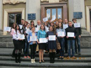 Групове фото студентів із міським головою Рівного