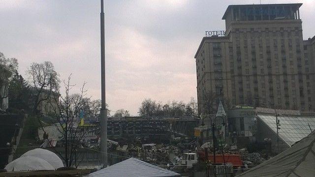 Вид з Майдану на вул. Інститутська та готель «Україна»