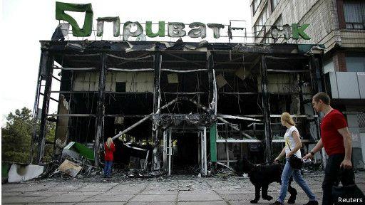 Деякі банки тимчасово закриваються на сході України