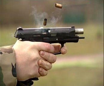 На Прикарпатті пасажир розплатився за таксі пістолетом