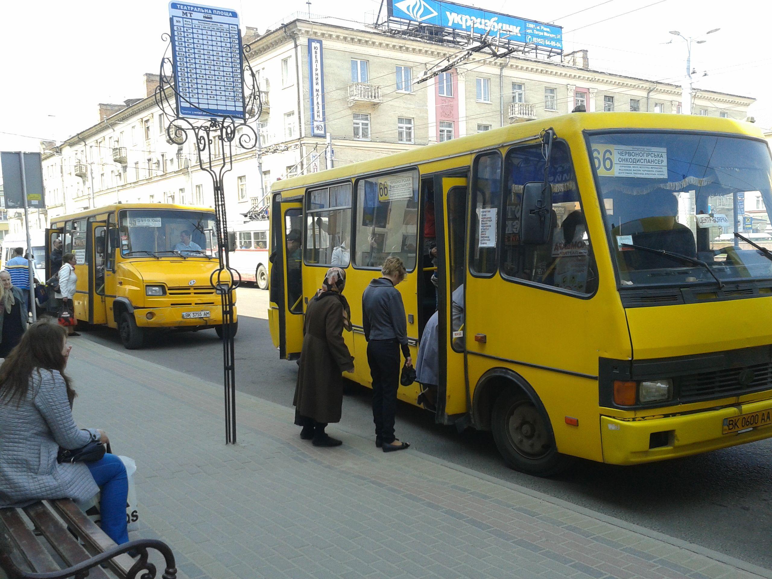 У Рiвному прибирають громадський транспорт