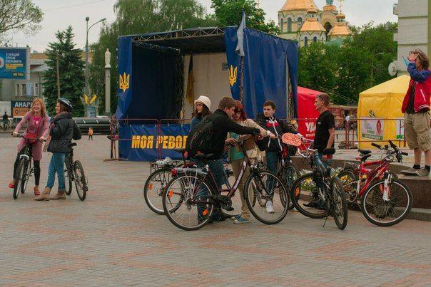 """""""Леді на велосипеді"""" супроводжувала охорона"""