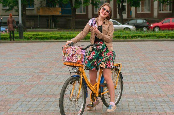 Аля - одна із прекрасних панянок на велосипедах