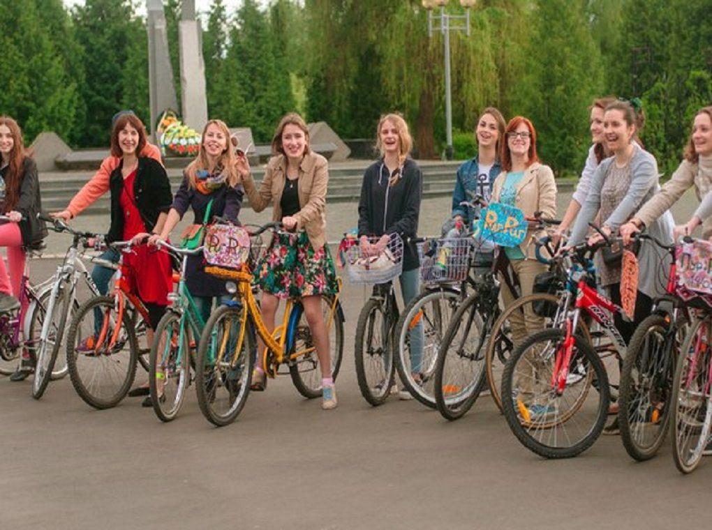 Леді на велосипеді (ФОТО)