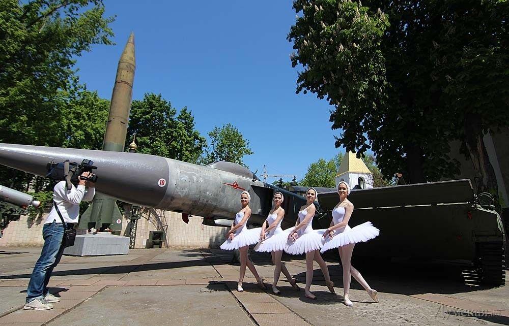 """В Одесі станцювали прощальне """"Лебедине озеро"""" для Путіна (ВІДЕО)"""