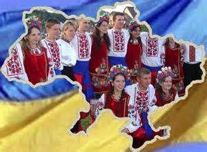 """У Санкт-Петербурзі невідомий чоловік символічно вмився """"кров'ю"""" на прапорі України"""