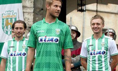 Сьогодні, 23 липня, у Львові ФК «Карпати» представив два комплекти своєї нової футбольної форми. Традиційно – у зелено-білих кольорах.