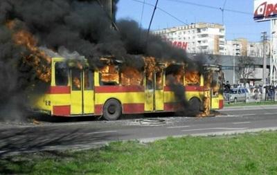 У Львові оцінили збитки через згорівший тралейбус