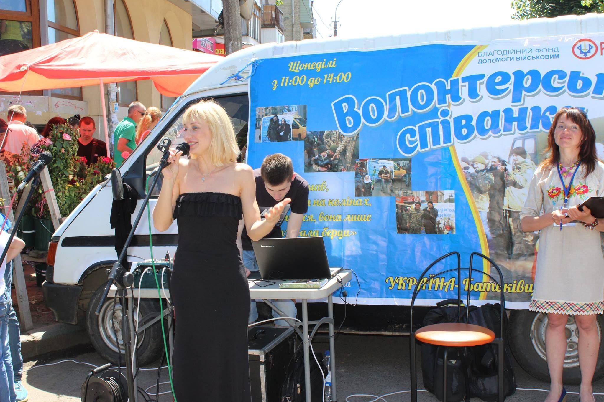 Продуктовий ринок у Рівному став місцем для проведення благодійних концертів (ФОТО)