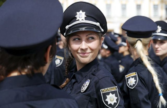 Дівчина з Рівного стала поліцейським у Києві