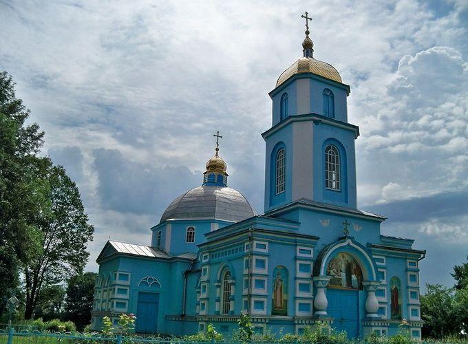 На Рівненщині прихожани Київського патріархату зачинилися у храмі