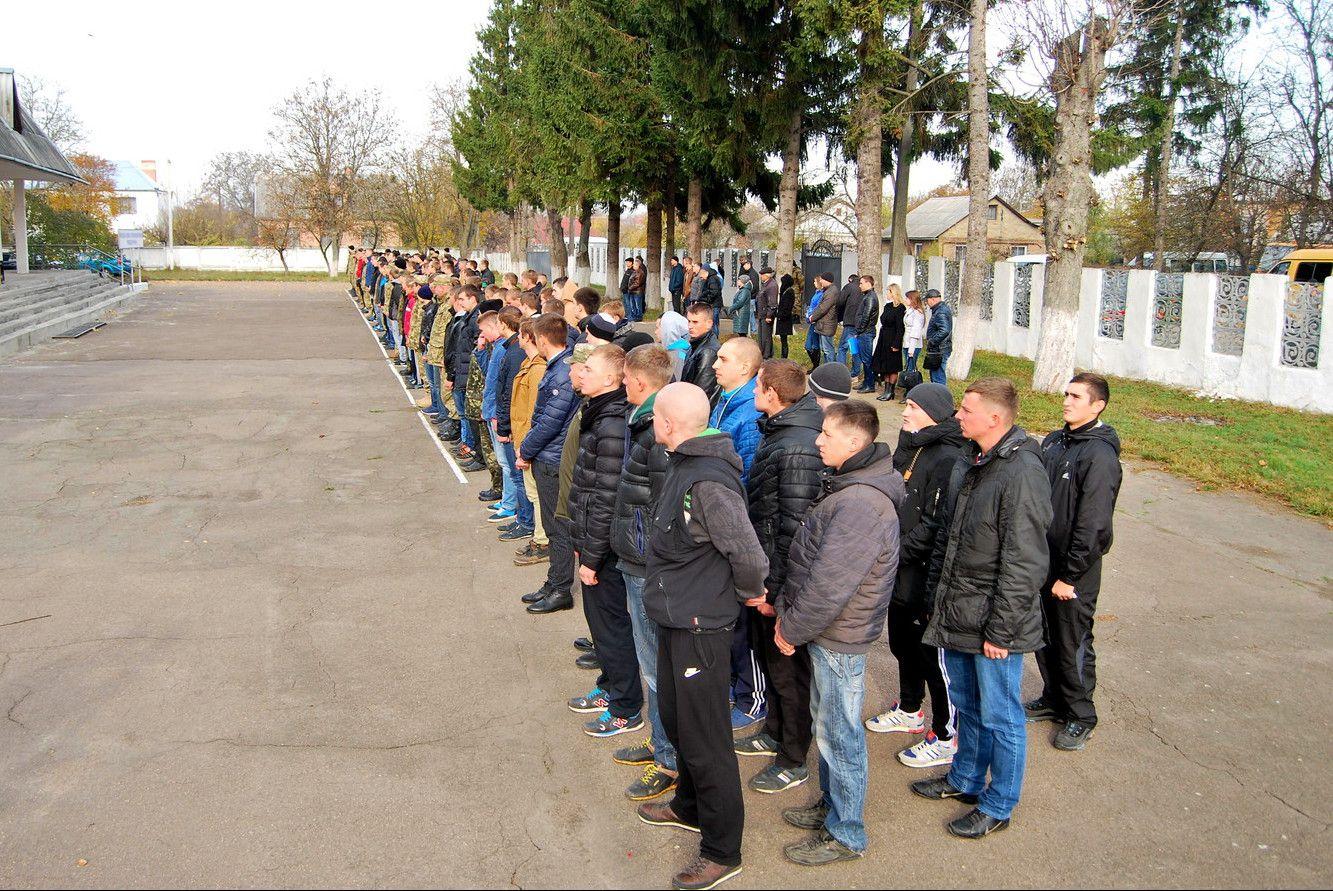 На Рівненщині 100 юнаків призвали до армії