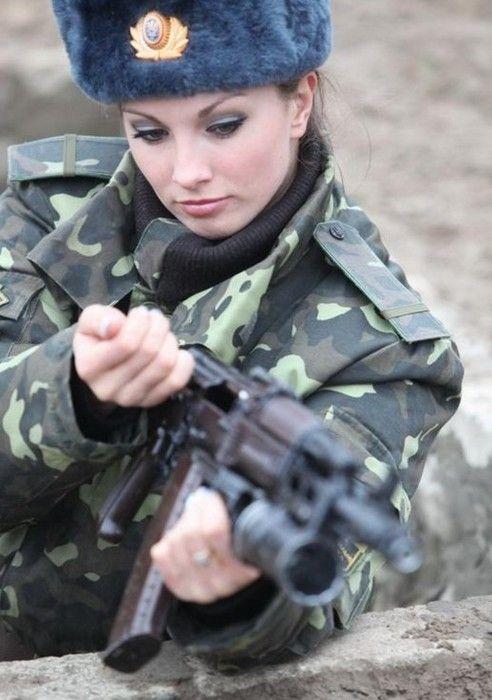 Півсотні жінок Рівненщини служитимуть Вітчизні за контрактом