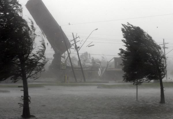 На Рівненщині через буревій люди залишилися без світла