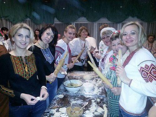 Рівненські волонтери зліпили 10 тисяч вареників