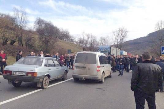 Перевізники Закарпаття блокували трасу Київ – Чоп