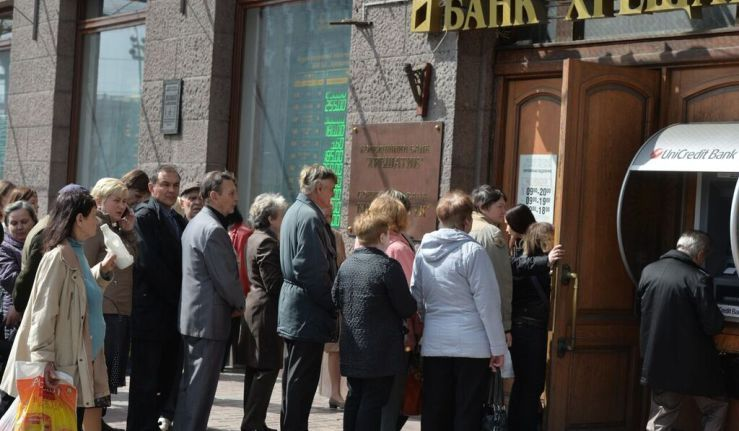 Банк Хрещатик збанкрутував. Що робити клієнтам банку?
