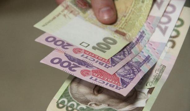 """Зловмисниця """"подарувала"""" пакет з продуктами пенсіонерці та викрала у жінки майже 2000 гривень"""