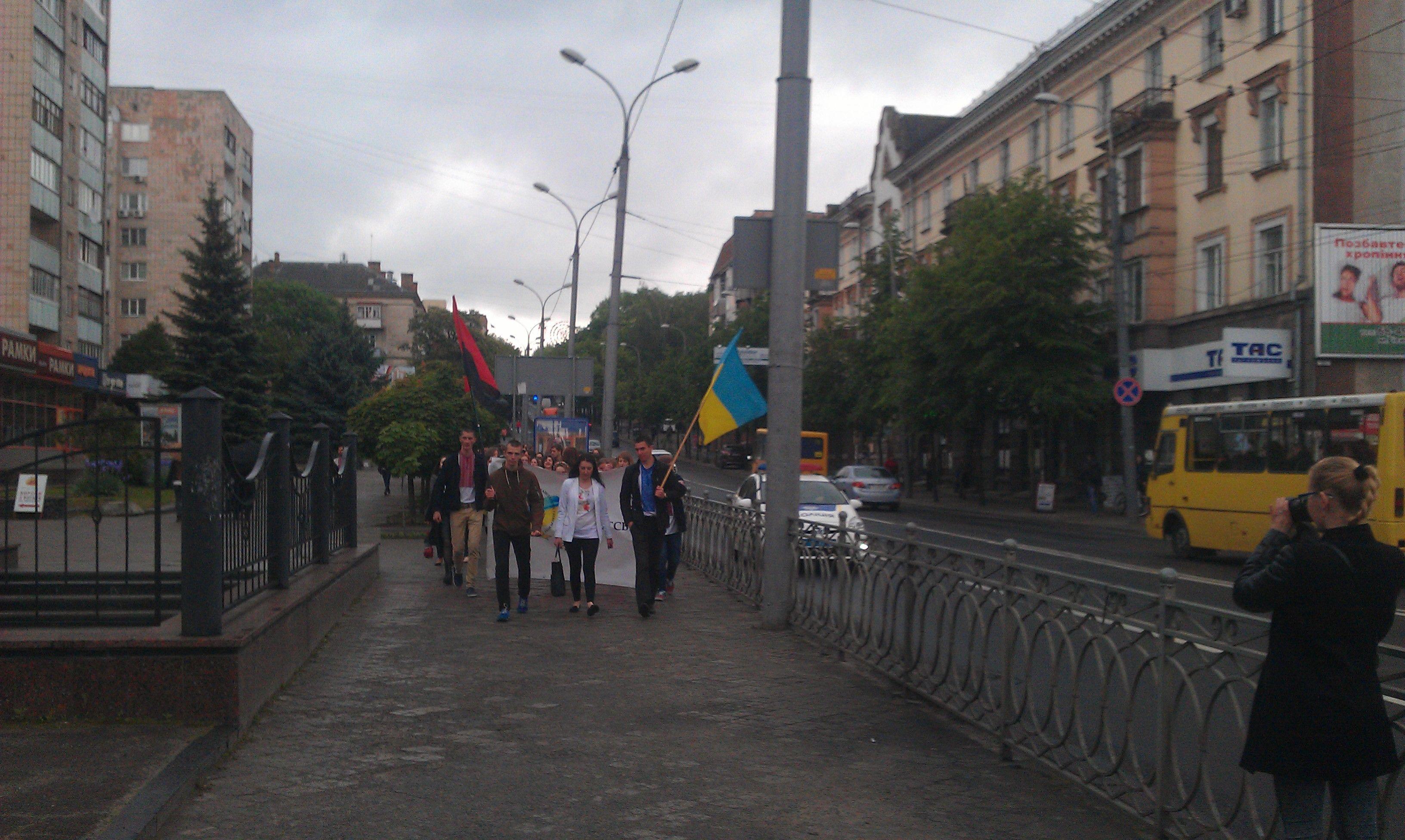 У Рівному відбувся студентський марш у вишиванках (Фоторепортаж)