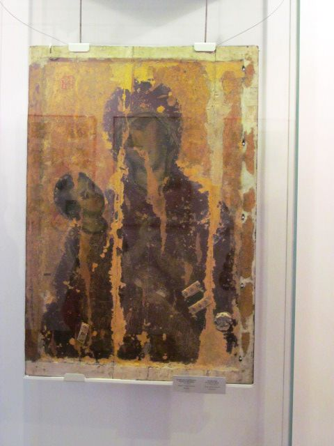 """Неповнолітніх """"хуліганів"""" завели до музею ікон у Луцьку (Фото)"""