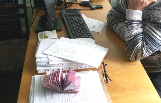 Двох хабарників з управління юстиції затримали на Рівненщині (Фото)