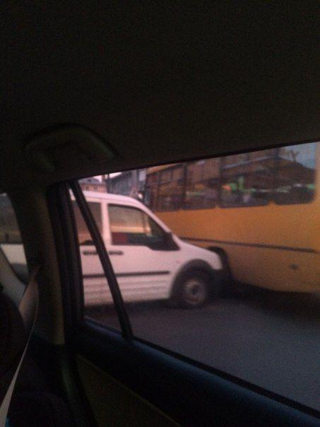 В центрі Рівного ДТП, зіткнулася маршрутка з автомобілем (Фото)