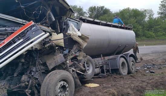 вантажівка протаранила автобус