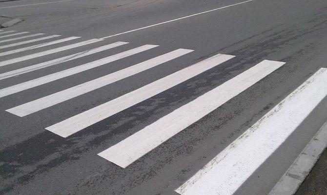 """Свої Правила дорожнього руху в Рівному: чи слід іти лише по """"зебрі""""? (Відео)"""