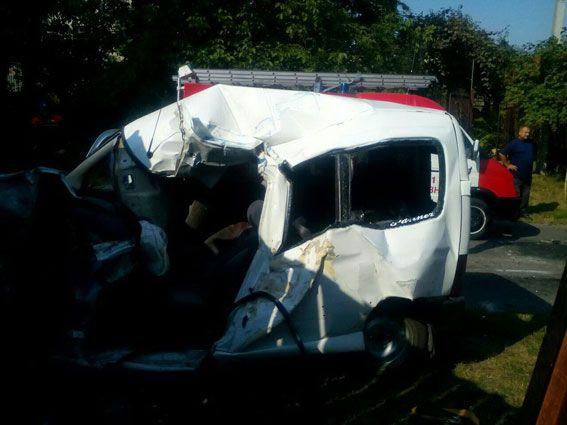 Легковик зіткнувся з вантажівкою: три людини загинули (Фото)