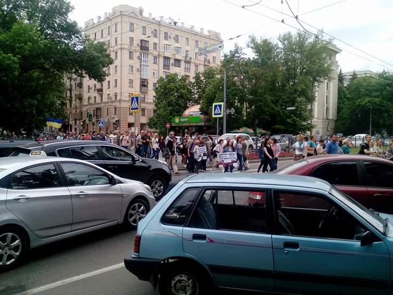 """Спонанне перекриття автотраси в Харкові в 2016 році в знак протесту після побиття людей """"тітушками"""" і бездіяльності поліції"""