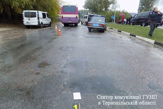 Під колесами автобуса загинув піщохід