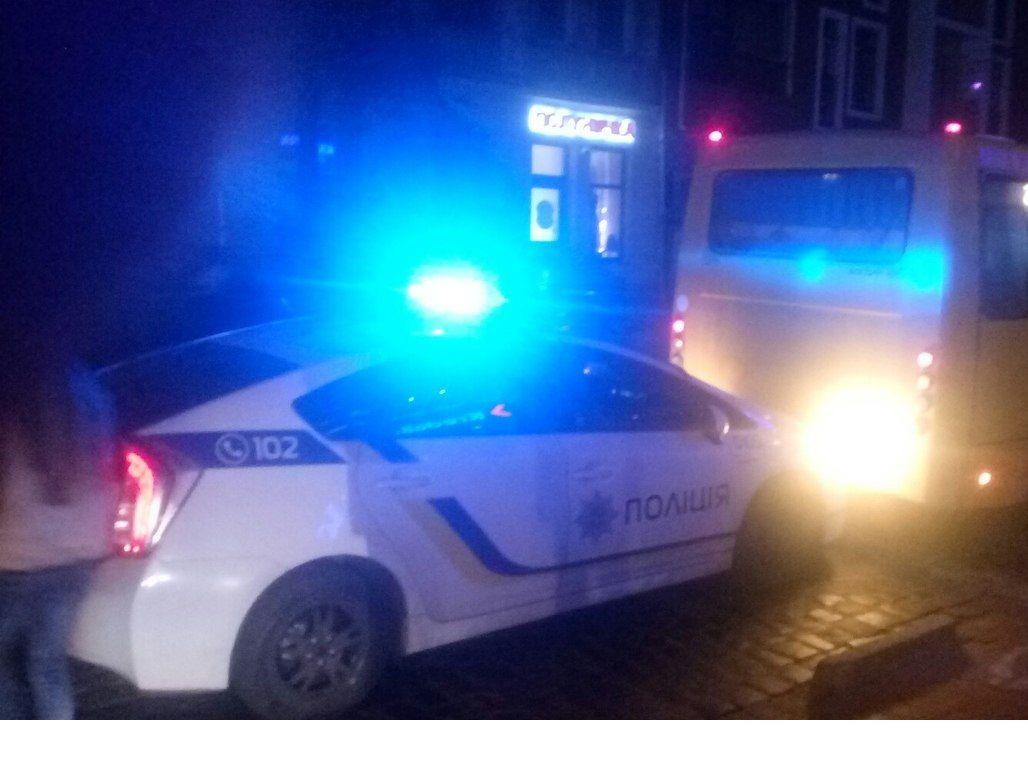 Автомобіль поліції врізався в маршрутку