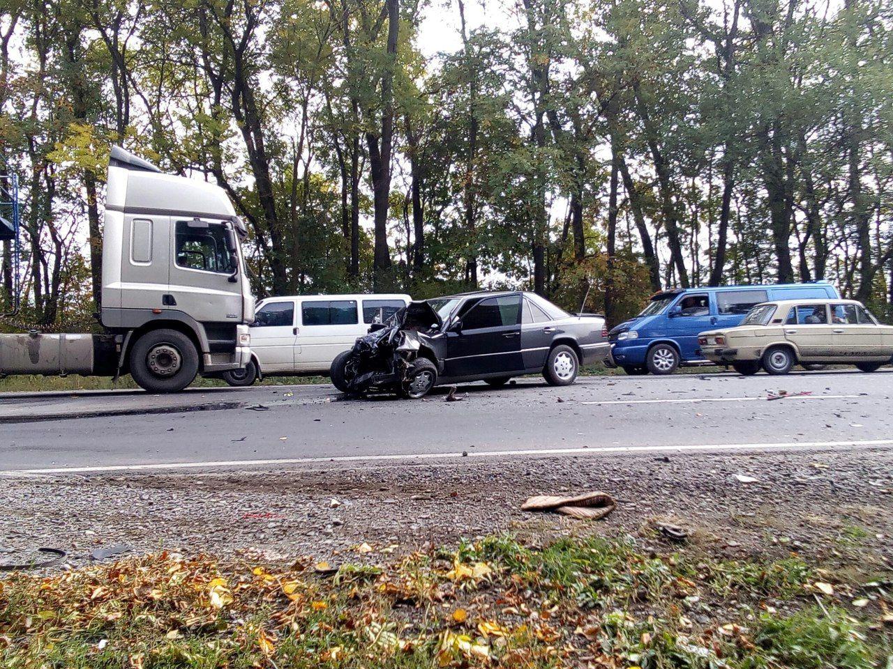 При в'їзді в Тернопіль трапилося ДТП: зіткнулися «Mercedes» та «Ford» (Фото)