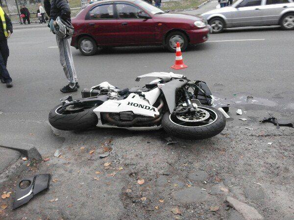 Мотоцикл «Honda» зіткнувся з легковиком (Фото)