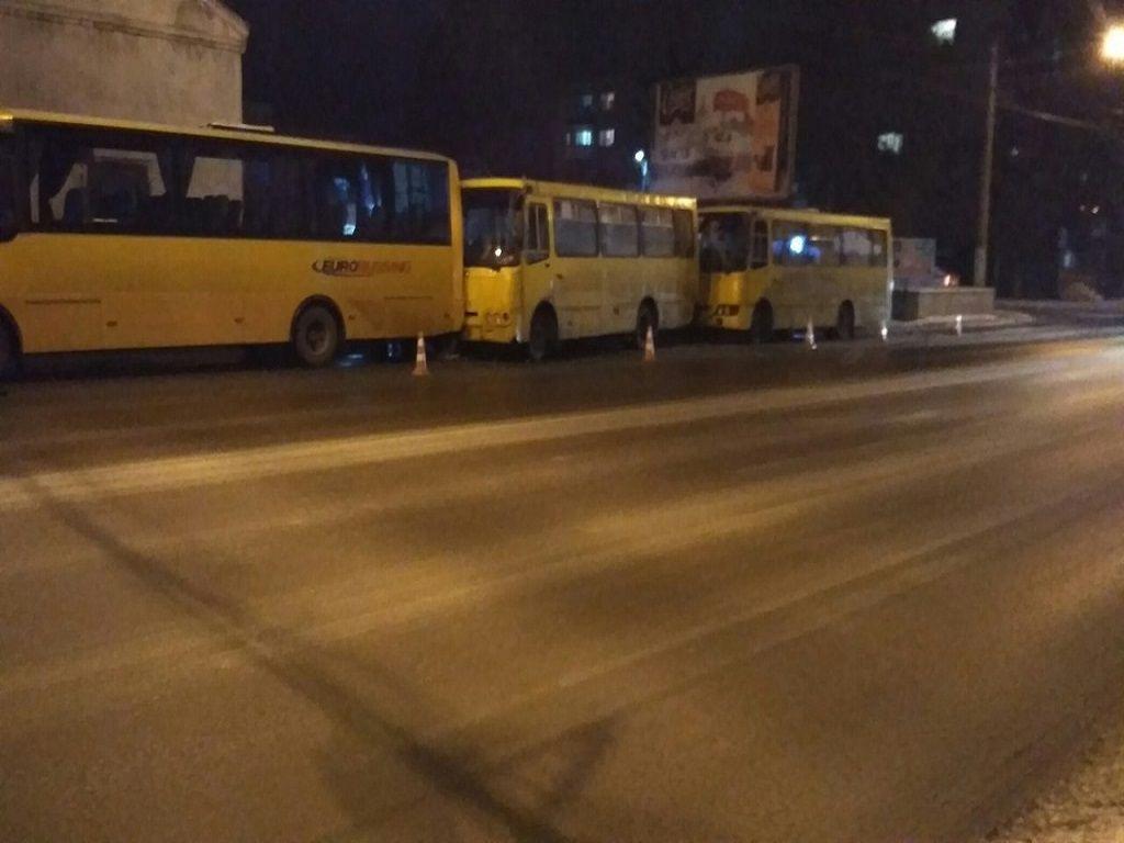 У Львові в ДТП зіткнулося три маршрутки (Фото)