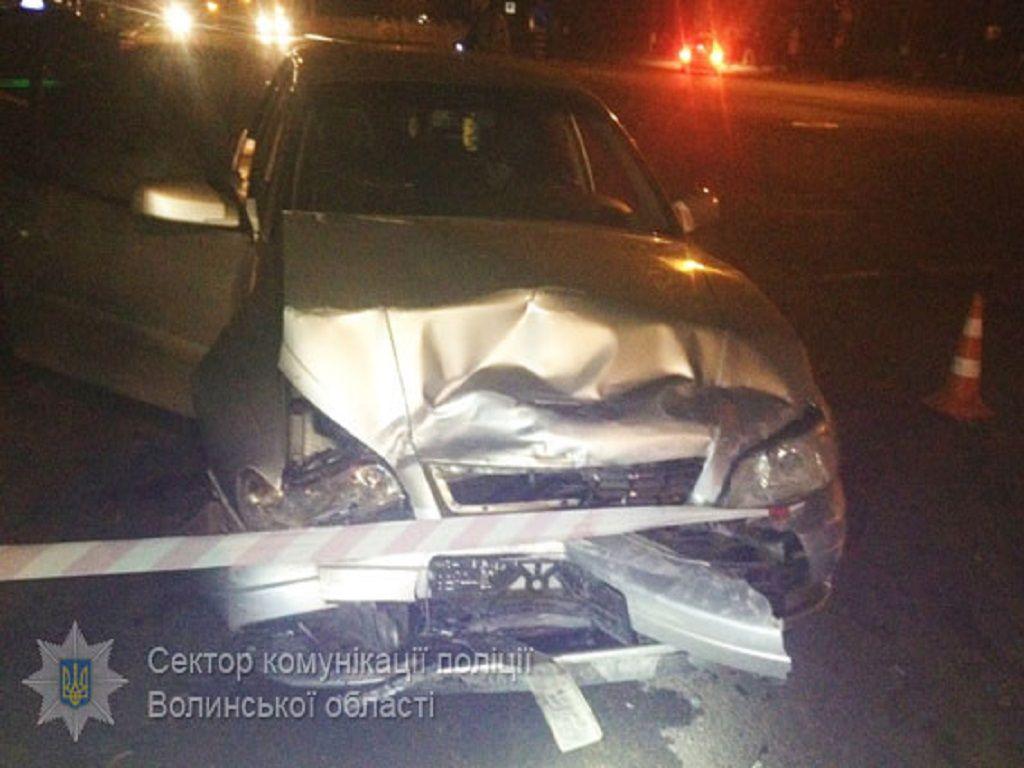 У Луцьку в ДТП зіткнулося три автомобілі: травмувалися діти (Фото)