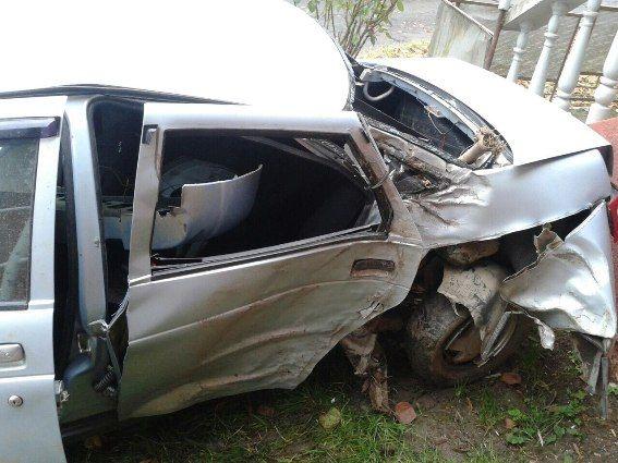 """Автомобіль """"ВАЗ"""" в'їхав в дерево: загинула жінка (Фото)"""