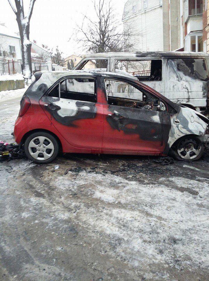 У Львові згоріло два автомобілі