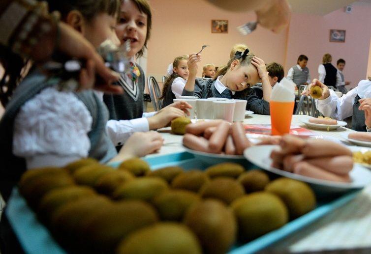 «Вкрадені» обіди: на Володимиреччині чиновники на півроку розтягли проведення тендеру й віддали перемогу найдорожчому учаснику