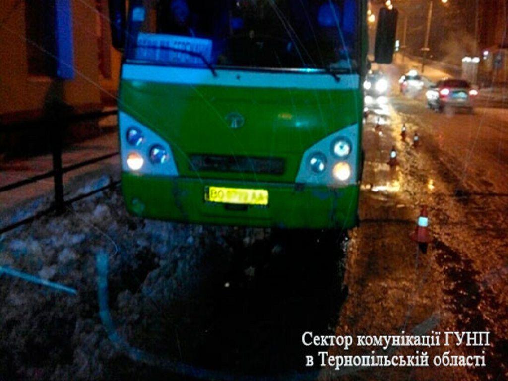 У Тернополі маршрутка збила пішохода (Фото)