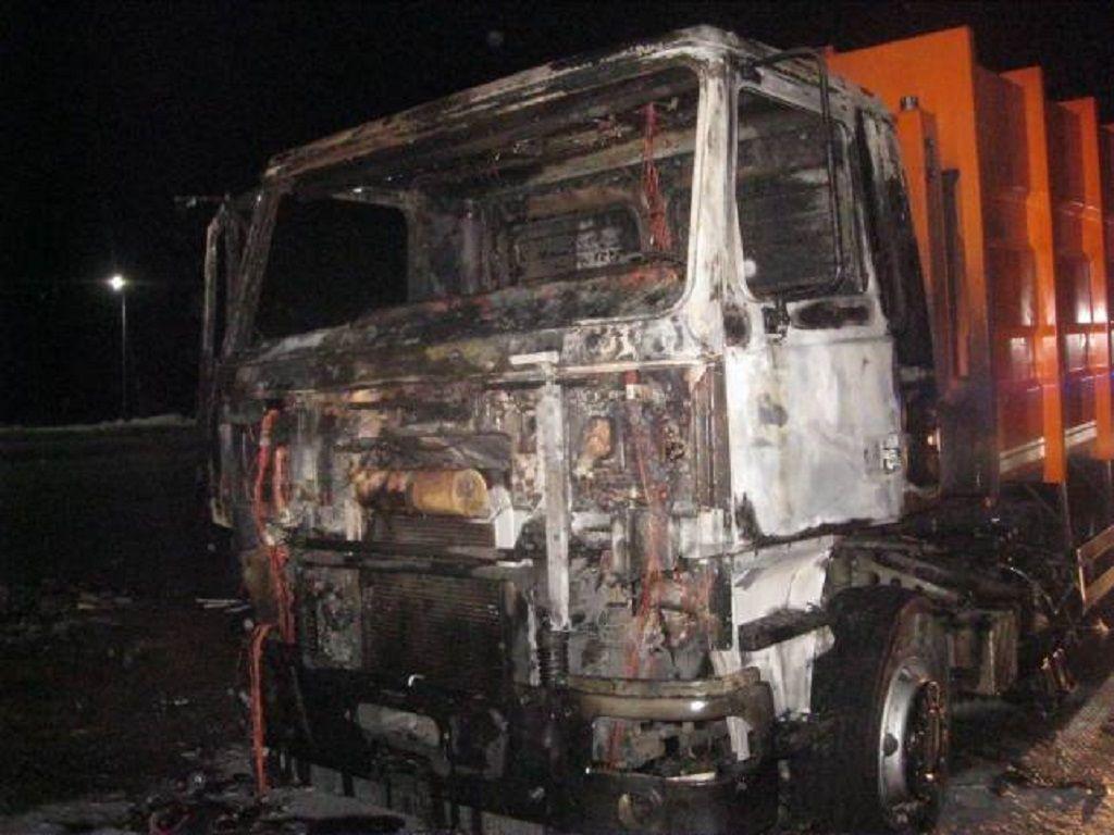 Правоохоронці Львівщини встановлюють причини смерті водія вантажівки (Фото)