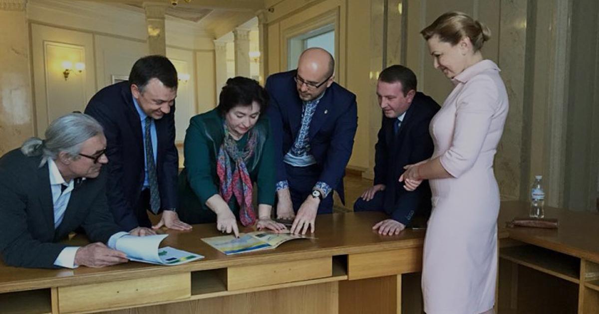 Декларації нардепів з Буковини: грошові мішки та церковні миші