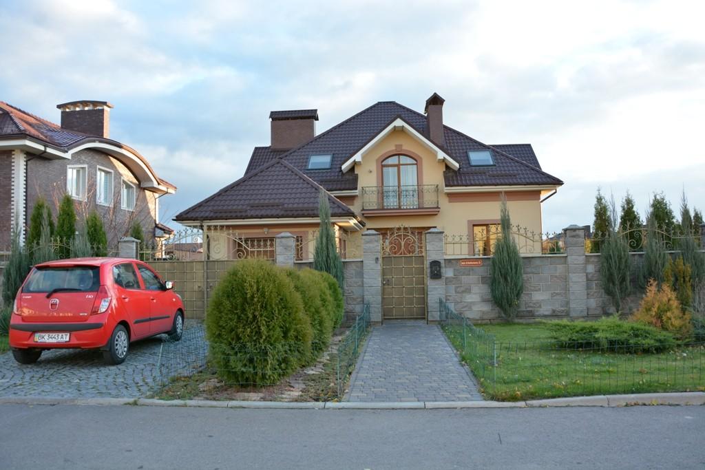 Будинок у якому проживає Володимир Хомко, та знаходиться у нього на праві користування Фото Четвертої влади