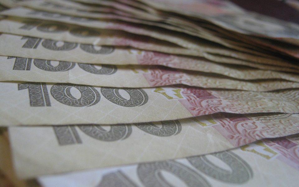 гроші гривні сто гривень