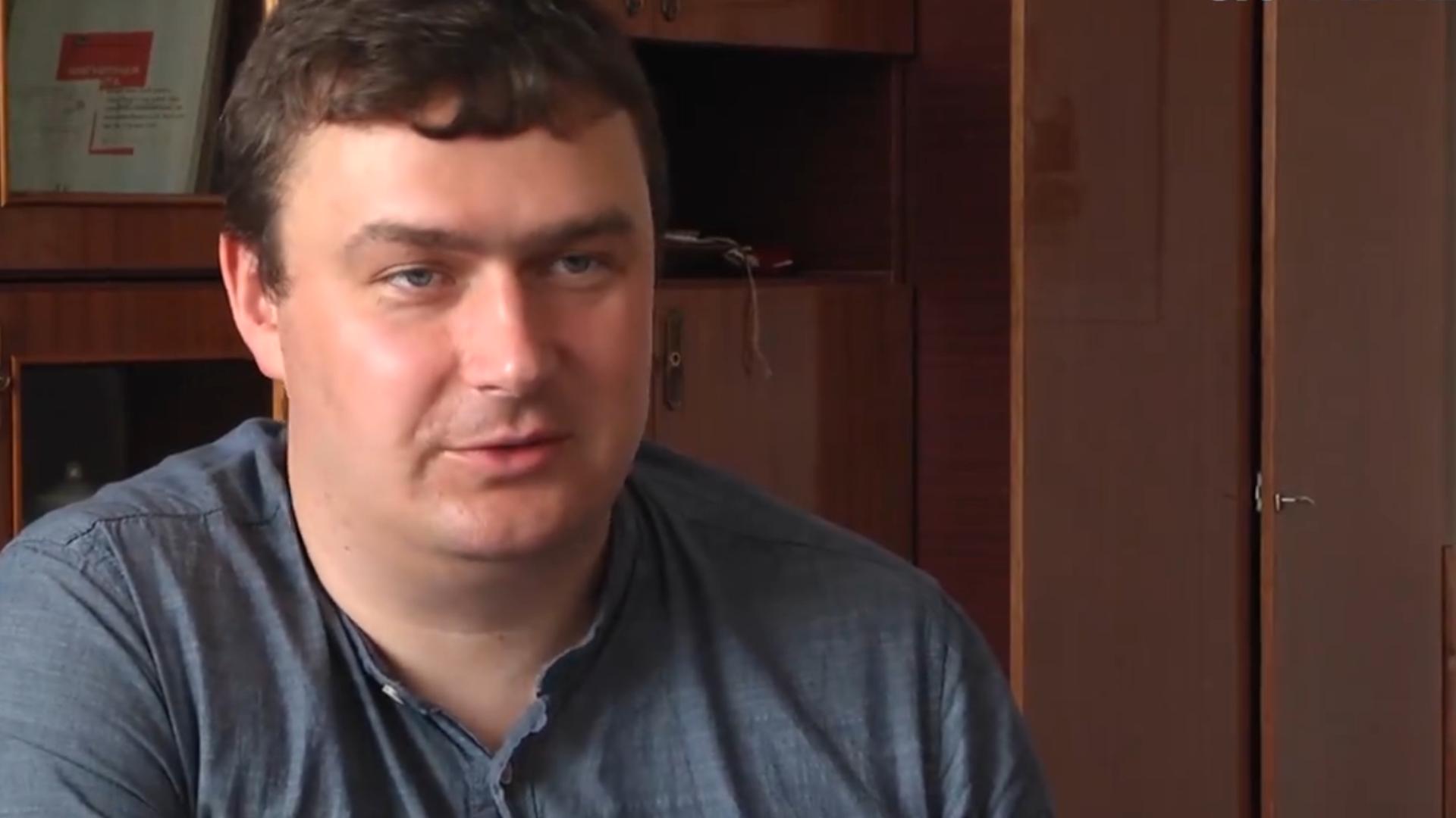 Керівник громадської ініціативи «За чесний тендер» Святослав Клічук каже, що облавтодор та ШЕУ узгоджено діють на тендерах